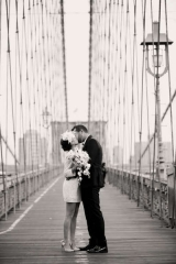 bride and groom on the brooklyn bridge