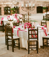 white and fuchsia wedding tables mexico