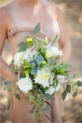 white and green bridesmaid bouquet @weddingchicks