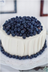 blueberry topped wedding cake blue wedding ideas