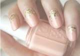nude and gold glitter nails diy