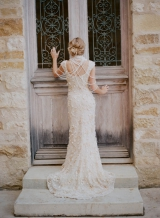 bride-with-pearl-necklace-claire-pettibone-gown