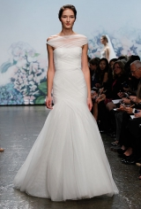 1new-monique-lhuillier-wedding-dresses-fall-2012-014