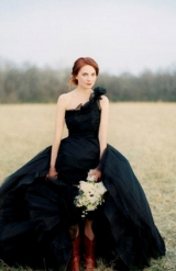 black wedding inspiration, black wedding details, black wedding color, black wedding dress, one shou