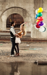 engagement shoot with balloons