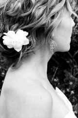 Bride with natural waves and flower in hair