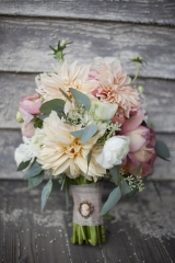 southern weddings - bouquet with burlap wrap