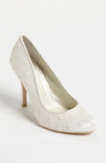 Menbur 'Lace' Pump