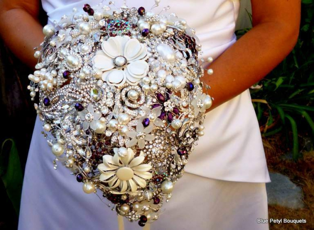 Tear-Drop Brooch Bouquet BM05