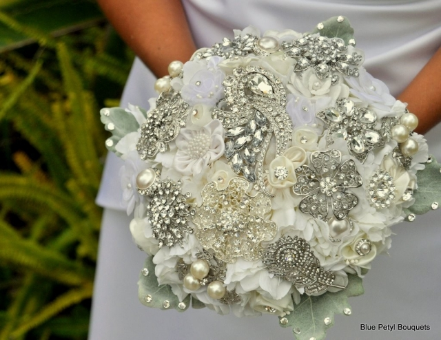 Couture Flower Brooch Bouquet HL10