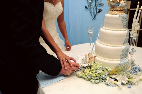 songs to cut the wedding cake to 6 cake cutting songs that are sweet to pass up 20284